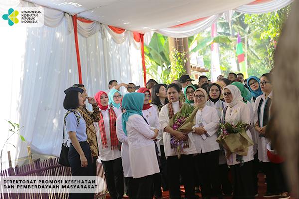 Kunjungan Ibu Iriana Jokowi ke Desa Kohod