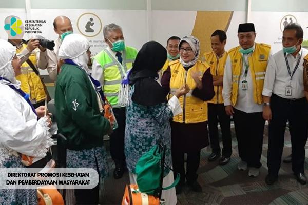 Menteri Kesehatan Menjemput Jemaah Haji di Bandara Soekarno-Hatta