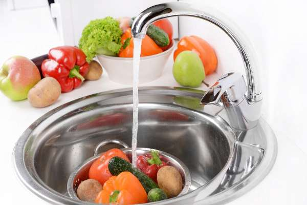 Bagaimana Cara Membersihkan Buah dan Sayuran Agar Bebas Pestisida dengan Benar?