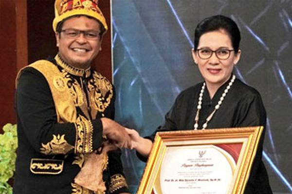 Menteri Kesehatan Mendapat Penghargaan Widyaiswara