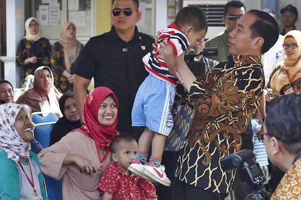 Kunjungan Presiden Joko Widodo, Kementerian Terkait dan Presiden World Bank ke Desa Tangkil Bogor dalam Rangka Percepatan Pencegahan Stunting