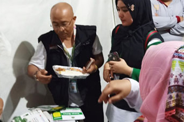 Pemantauan Makanan Jemaah Haji di Mina oleh Tim Sanitasi Kemenkes